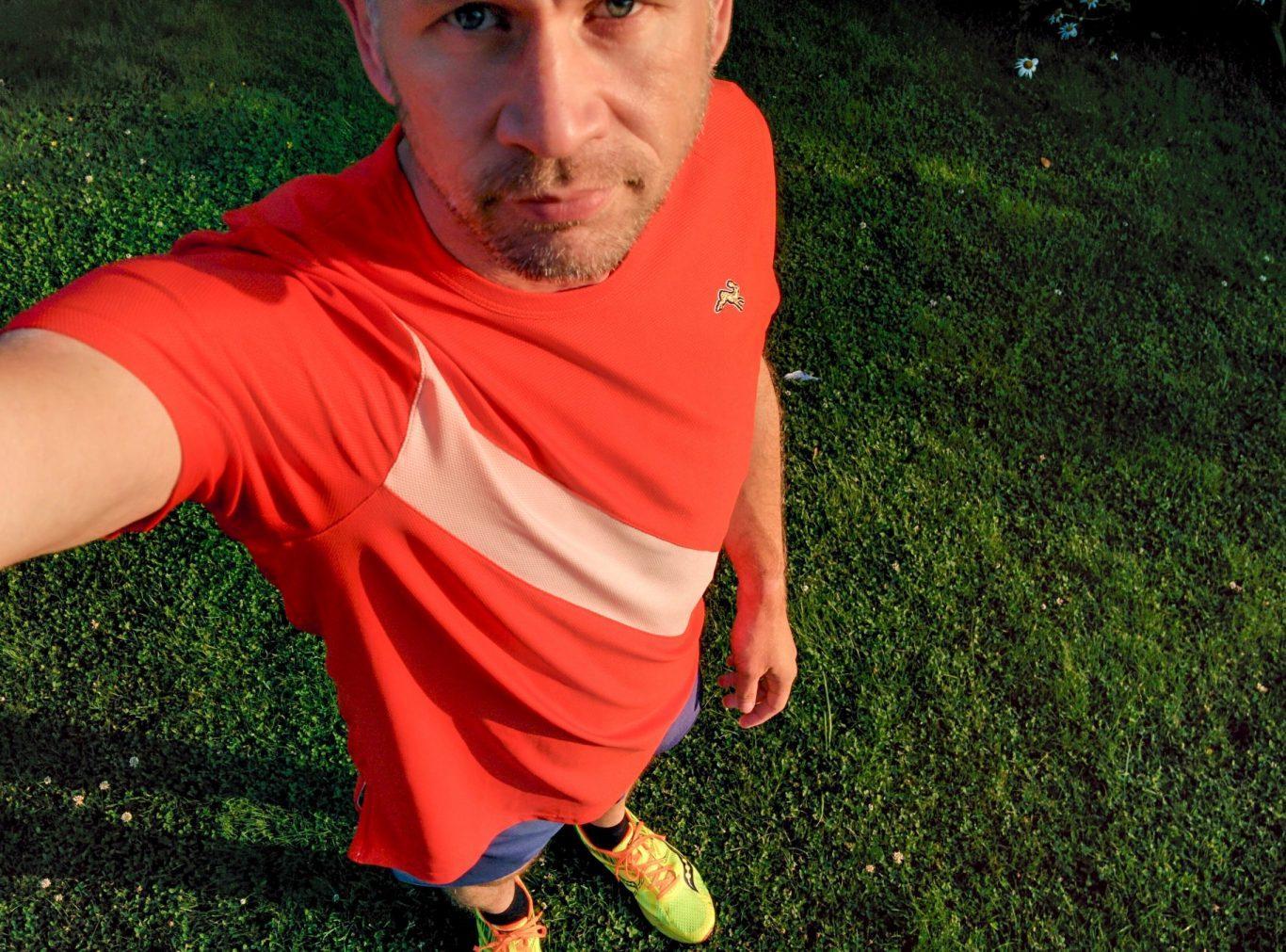 Tracksmith Van Cortlandt Tee und Shorts