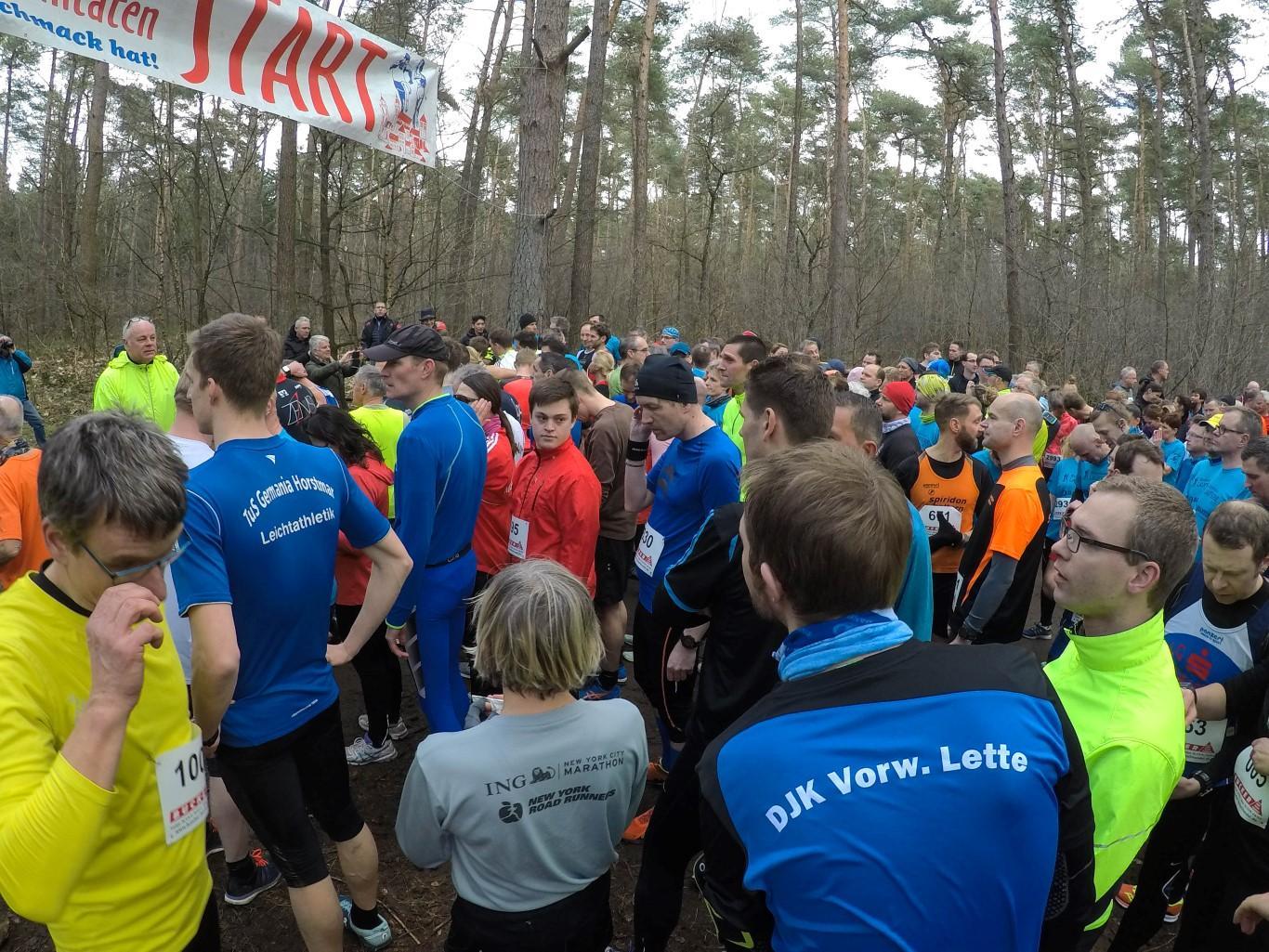 Starterfeld für den ca. 9 km-Lauf