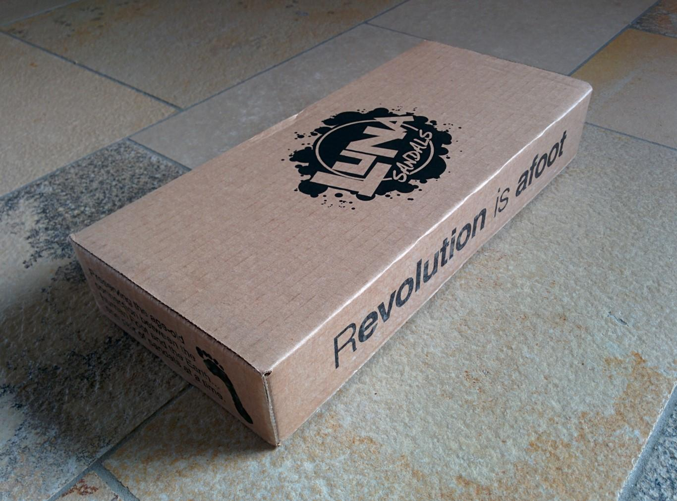 Die Revolution wartet in diesem braunen Karton?