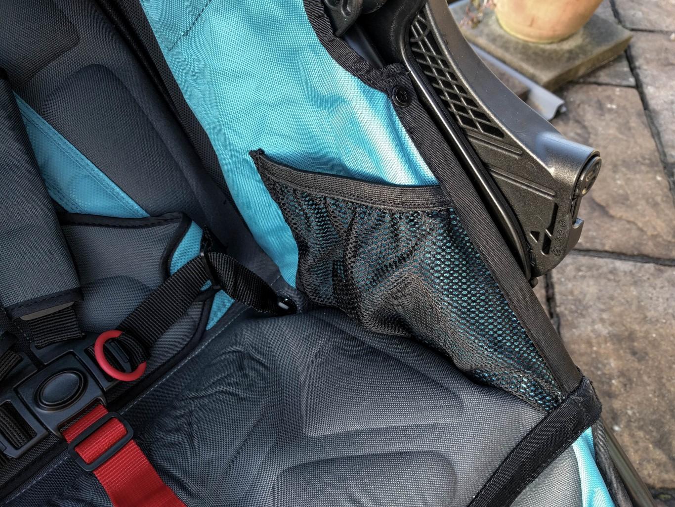 Fast das Wichtigste: Seitentaschen zur sicheren Ablage