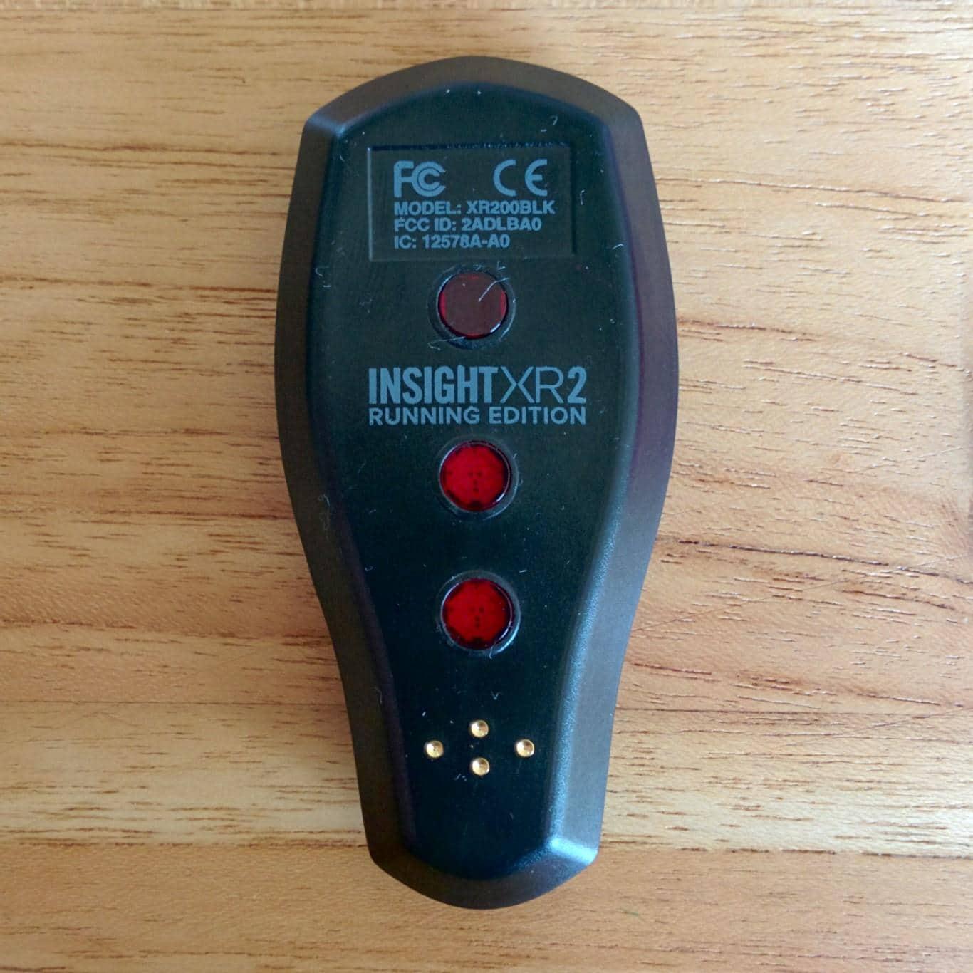 Rückseite des BSXinsight mit optischen Sensoren und Ladekontakten