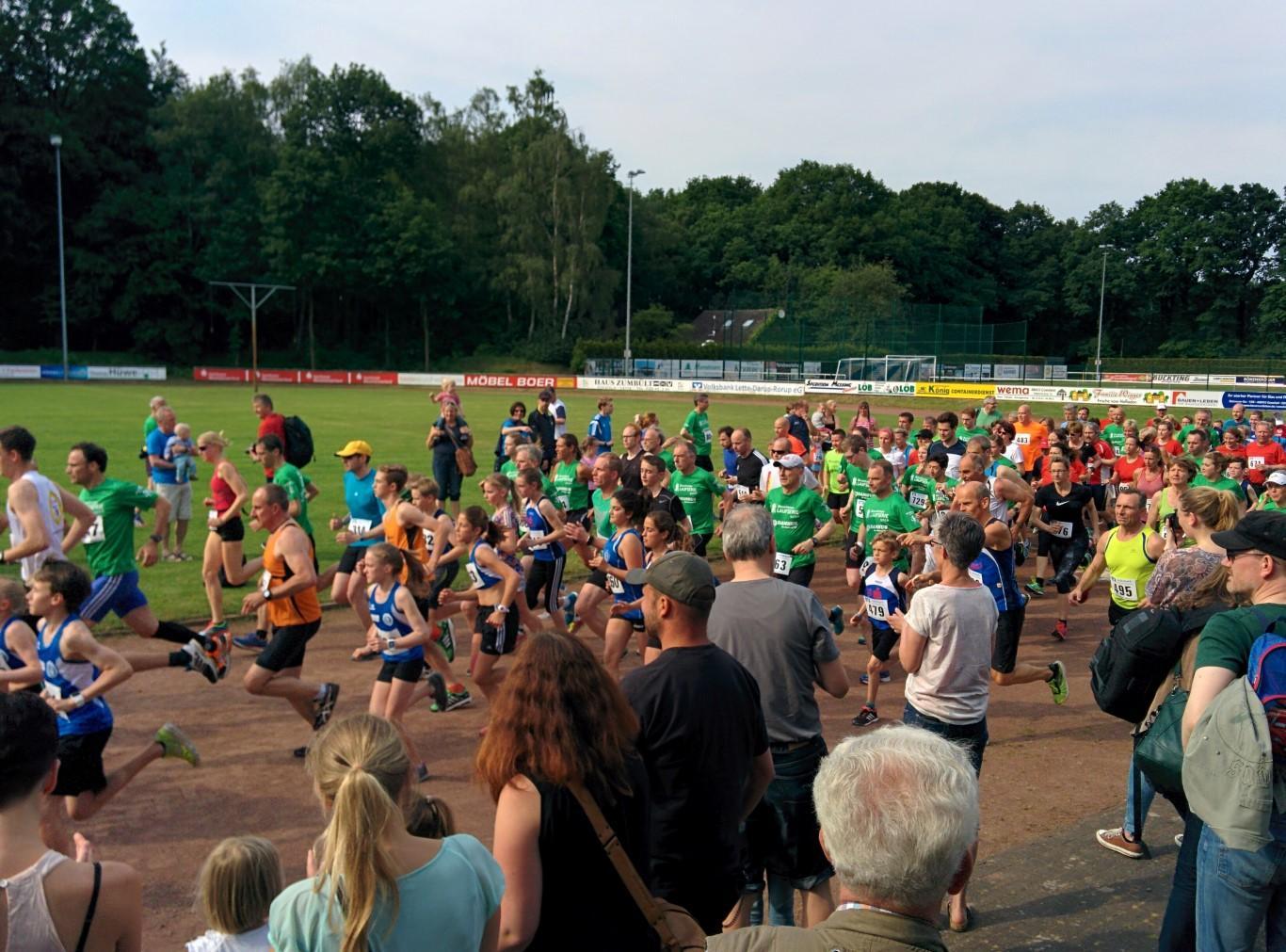 Start des 5-km-Laufs - 19. Johannes-Lauf Lette 2016