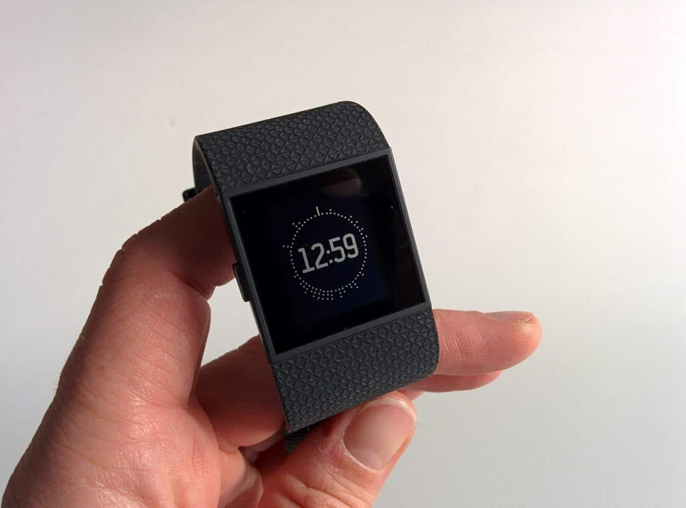 Fitbit Surge - Uhrzeit und Aktivität