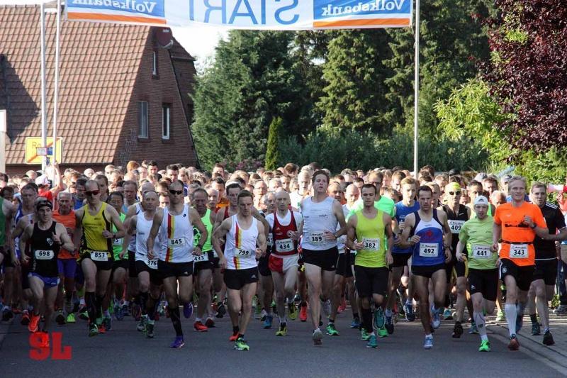 Roruper Abendlauf 2015 - Start des 10 km Laufs (c) Streiflichter