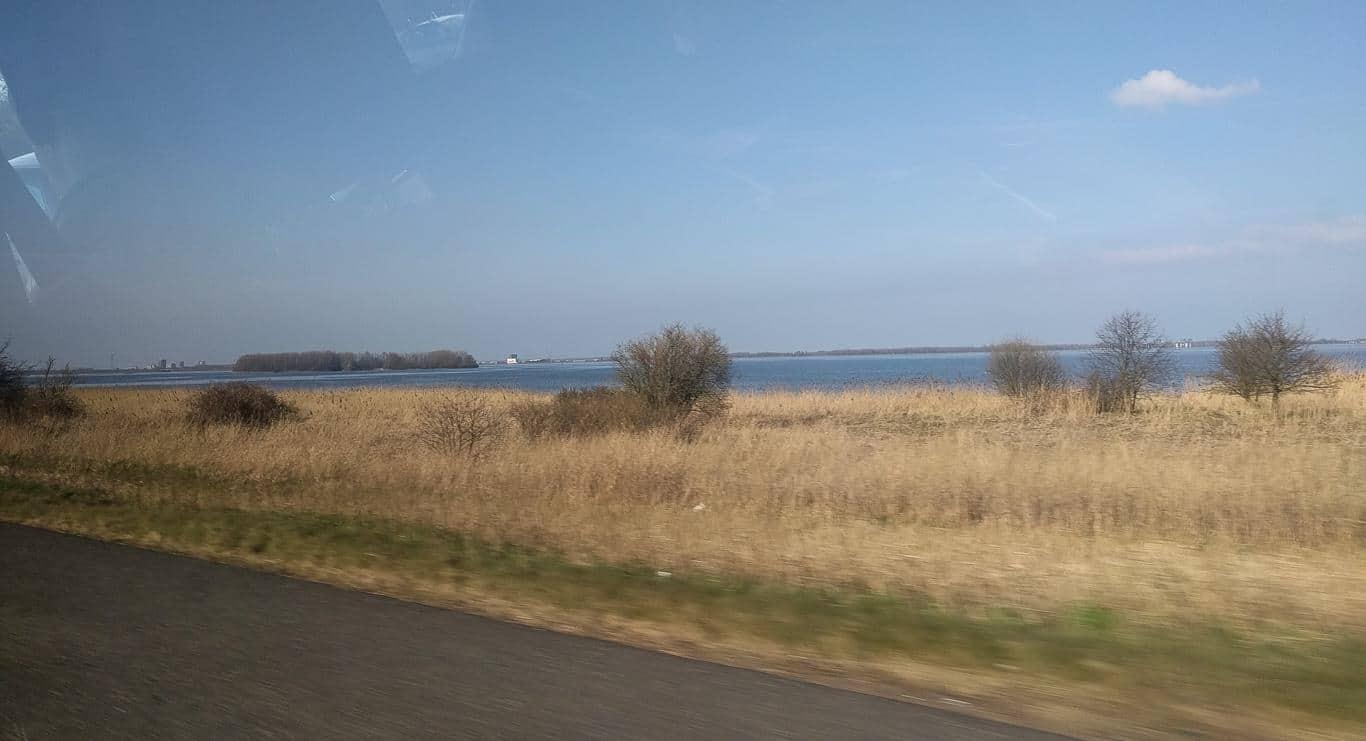 Autobahn. Kurz vor Amsterdam.