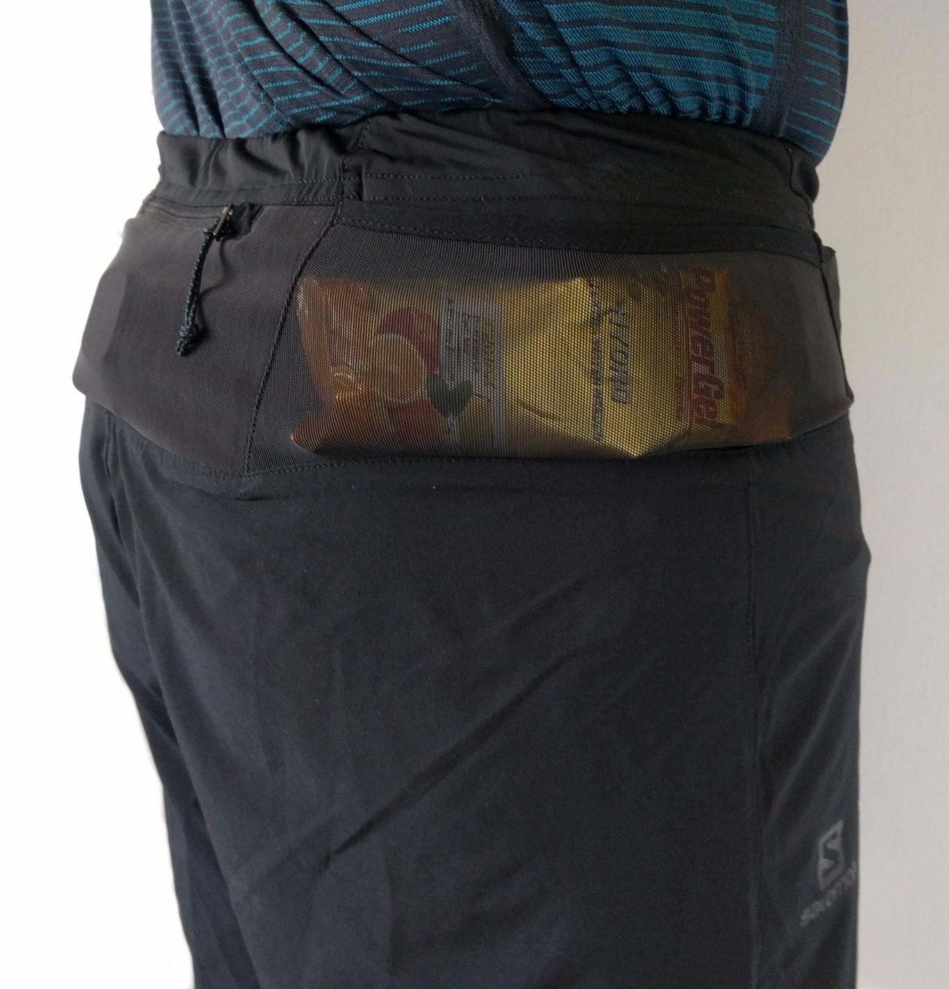 Hintere Tasche: GoPro Hero 5 / Seitentasche: Gel (67 ml)