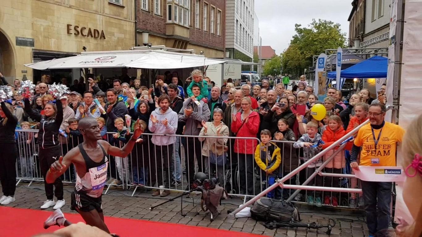 Marathon-Gewinner James Barmasai (2:11:40)